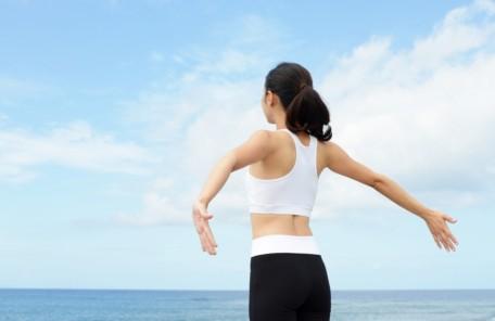 背中・背骨のストレッチ方法